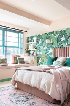 Palm Print Wallpaper Pink Velvet Bed Pink and Green Bedroom Inspiration 20 Photos That Will Prove Decorating with Pink and Green is the Next Big Thing Pink Green Bedrooms, Tropical Bedrooms, Green Rooms, Bedroom Green, Room Ideas Bedroom, Bedroom Colors, Home Decor Bedroom, Bedroom Designs, Pretty Bedroom