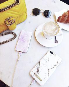 Carrara Gold case & Pilion Pink Marble power bank by @kenzas 💗#carraragold #pilionpinkmarble #idealofsweden #marble #powerbank #iphone #fashion #influencer #fashionista #kenza