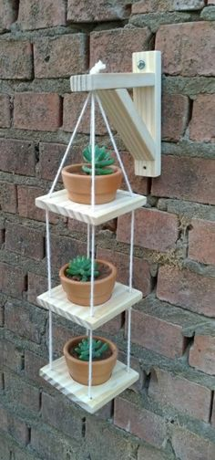 Woodworking Projects Diy, Diy Wood Projects, Garden Projects, House Plants Decor, Plant Decor, Garden Wall Designs, Garden Design, Wooden Plant Stands, Pot Hanger