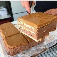 Пальчики оближешь! Делать его очень просто, так что он вполне может составить конкуренцию торту — минутке и получается не хуже чем шоколадный торт «сюрприз». Ведь внутри этого тортика...