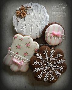 Simple cookie #mézeskalács #mezesmanna #lovely #handpainted #handmade #instaart #flowers #flower #rose #paintedcookies #pink #instagramers #instadaily #snowflakes #gingerbread #royalicing #icingcookies #simple #iloveit