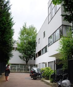Nestled in a leafy alleyway in Paris's famous 16th arrondissement, Villa La Roche is a prime reflection of modernist architecture in France.  Built between 1923 and 1925 by Le Corbusier, it stands as an experiment in linking two distinct programs, intertwining both art gallery and home.