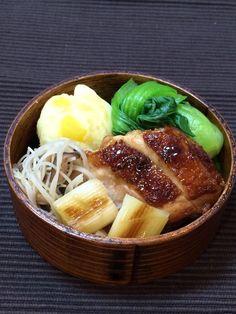 地鶏鍋照り、焼きねぎ南蛮漬け、椎茸ビーフン、さつまいもきんとん(栗入り)、茹で青梗菜