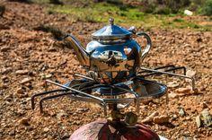 [Souvenir] En fouillant dans mes disques durs pour préparer le nouveau site de Partis pour je replonge dans les souvenirs de notre vie nomade... Ici le temps d'un thé à la menthe au bord une route peu après Guelmin au Maroc... Parmi les plus beaux souvenirs de notre vie en van... #vanlife #nomadlife #morocco #teatime #desert #ontheroad #latergram #souvenir #travel #travelgram #instatravel #neverstopexploring #travelphotography #defi365 #picoftheday #photodujour #canon #canonphotography…