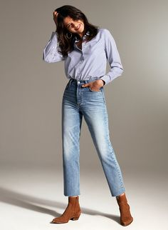 White Studio Background, Female Poses, Organic Cotton, Mom Jeans, Photoshoot, Fashion Outfits, Legs, Denim, Chic