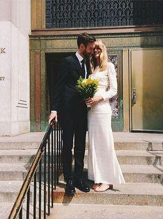 Das Model Julia Stegner heiratet in New York den australischen Fotografen Benny Horne. Sie trägt ein Kleid von Isabel Marant.