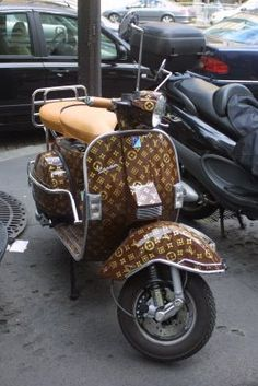 Louis Vuitton Vespa Scooter - I wouldlearn how to ride a bike if it looked like… Vespa Scooters, Motos Vespa, Lambretta Scooter, Motor Scooters, Motos Retro, Vespa Vintage, Levis Vintage, Vintage Cars, Sidecar