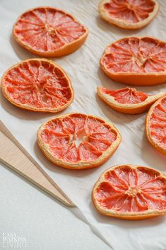 Create easy DIY fall decor with fruit! This tutorial for DIY gilded dried grapefruit slices is sure to help you bring in the new season with gusto! Detox Kit, Dried Orange Slices, Do It Yourself Projects, So Little Time, Grapefruit, Fall Decor, Easy Diy, Mamma Mia, Marketing Ideas
