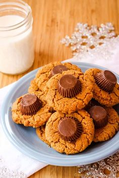 Flourless Reese's Peanut Butter Cup Cookies - this easy cookie recipe has double the peanut butter plus chocolate and no flour making them naturally gluten free. These are always a favorite for Christmas or as a treat for the kids any day of the year. Easy Gluten Free Desserts, Easy Cookie Recipes, Dessert Recipes, Cookie Ideas, Chocolate Chip Shortbread Cookies, Toffee Cookies, Quick Cookies, Yummy Cookies, Peanut Butter Cups