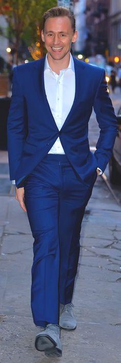 Tom Hiddleston spotted in New York City on April 18, 2016. Full size image: http://ww3.sinaimg.cn/large/6e14d388gw1f32l7hoqm3j21jj2bc4qq.jpg Source: Torrilla, Weibo