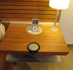 Respaldo para cama con dock para iPod.
