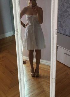 de46ad9d8 Berankovė balta suknelė platėjanti į apačią