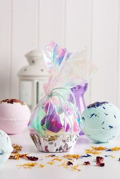 Gift bath bombs in pretty packaging (PaperCrafter issue 81)