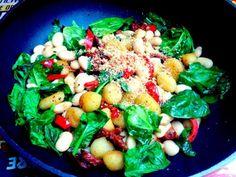 Mit Spinat, Bohnen und getrockneten Tomaten, schmeckt auch kalt.