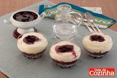 Pavê de chocolate branco e frutas vermelhas: Aprenda hoje mesmo como preparar esta receita imperdível de Pavê de chocolate branco e frutas…