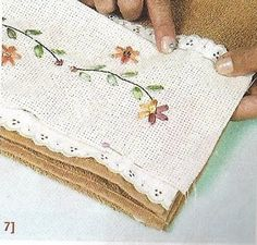 Toallas decoradas con tela y apliques ~ Solountip.com Ribbon Embroidery, Cross Stitch Embroidery, Diy Home Decor Projects, Sewing Rooms, Craft Materials, Tea Towels, Textiles, Quilts, Elsa