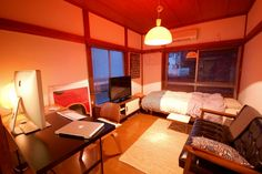 Small room in Japan Tiny Apartment Living, Tiny Apartments, Apartment Interior, Room Interior, Seoul Apartment, Small Room Decor, Small Room Design, Japanese Living Rooms, Japanese Interior Design