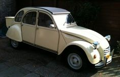 Mijn 2CV6 Club 1985, botergeel, is te koop als  rijdend restauratie project of prima kitkar basis! Voor 2750,= euro.