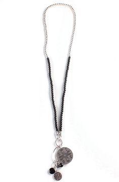 ab15cbee260b Collar Árabe Negro - Collar largo decorado con perlas negras y plateadas  con doble cierre de