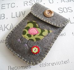 felt pouch <3 <3 <3  I think I'll try something like this with a an old wool coat I felted.