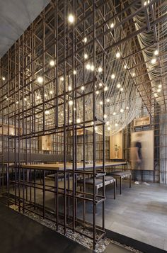 Commissioned to conceive a contemporary identity for The Noodle Rack restaurant in Changsha, China, Shanghai architecture firm Lukstudio integrates the tradition of noodle making in the spatial design by reinterpreting a noodle rack. Noodle Restaurant, Deco Restaurant, Restaurant Design, Chinese Restaurant, Architecture Restaurant, Interior Architecture, Interior And Exterior, China Architecture, Industrial Interiors