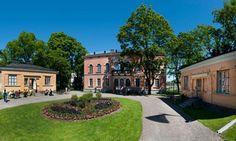 The Hakasalmi Villa was built in 1843 by the procurator and privy counsellor Carl Johan Walleen as a combined city and country residence. The architect was E.B. Lohrmann of Berlin. Two wings were added to the front of the main building a little later. One of these presently houses a cafe. - Hakasalmen huvila Photo: Sakari Kiuru