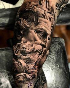 Los tatuajes en negro y gris son una variante de los tatuajes realistas, que utiliza únicamente tinta negra y agua para diluir el negro y conseguir diferentes