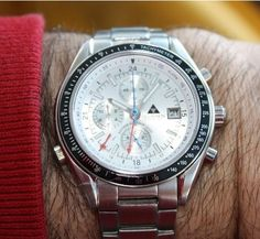 REAL CHRONOGRAPH WITH A REAL CHRONOGRAPH MOV'T MENS WRIST WATCH.    MEGAVISION INTERNATIONAL DRESSY SPORTS WATCH STAINLESS STEEL WITH ALARM Megavision 5802st04.    Size 1 5/8 inches in width, 1 3/4 inches crown to crown, 1 7/8 inch in length and 3/8 of an inch in thickness.     If you would like to see better quality pictures and/or video please send me an e-mail to dosreisleo at yahoo ca or please contact to me via Skype ID: MyNetProfit