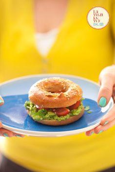 Domowe bajgle żytnie. - Lawendowy Dom Salmon Burgers, Bagel, Bread, Ethnic Recipes, Dom, Humor, Cheer, Breads, Ha Ha
