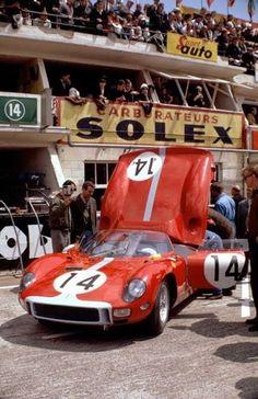 Graham Hill / Jo Bonnier, #14 Ferrari 330P (Maranello Concessionaires), 24 Hours Le Mans 1964 (2nd)