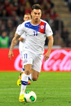 Eduardo Vargas Photos - Eduardo Vargas of Chile in action during the Spain v Chile international friendly at Stade de Geneve on September 2013 in Geneva, Switzerland. - Spain v Chile Good Soccer Players, Football Players, Fifa, Sport Man, Running, Manga, Anime, International Soccer, Eduardo Vargas