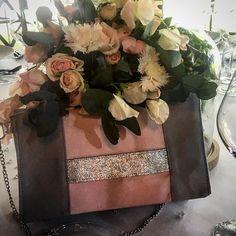 gwen.little.things Wedding day 💐  Pochettes des demoiselles d'honneur - rose poudré et argenté.  Patron #cachotin de @patrons_sacotin #wedding #mariage #couture #sewing #pochette #demoiselledhonneur