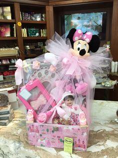 Baby girl basket Baby Party Favors, Wedding Designs, Basket, Children, Boys, Kids, Sons, Kids Part, Baby Shower Favours