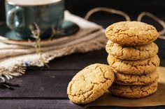Proteinas With the molasses gingerbread recipe, we present you these delicious little ones that you cannot get enough of making tray and serving. Soft Ginger Cookie Recipe, Soft Ginger Cookies, Cinnamon Sugar Cookies, Ginger Bread Cookies Recipe, Cookie Recipes, Cookies Soft, Cookie Ideas, Soft Gingerbread Cookies, Protein Cookies