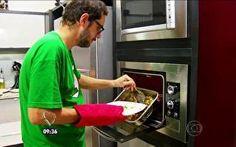 Hora do prato principal: Leonardo tem dificuldade para preparar a costela
