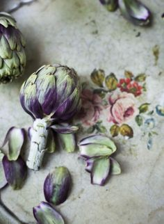 one-mael:  periwinkleliving:  (via Pin by Jan of Poppytalk on Art Photography   Pinterest)  About a hard violet.