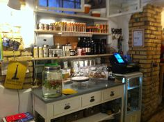 Looking for a juice-stop to recharge your batteries while exploring Rome? Try 'Armaticus' in Rione Monti, in the city centre, a delicious juice and salad bar. Rome for foodies - Rome food - where to eat in Rome