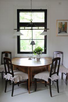 keittiö,ruokapöytä,ruokailuryhmä,ruokatuolit,tuolinpäällinen