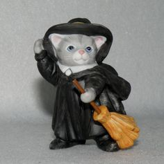 "SCHMID B.SHACKMAN KITTY CUCUMBER PORCELAIN FIGURINE ""KITTY WITCH"" 1995 in Collectibles, Decorative Collectibles, Decorative Collectible Brands 