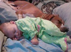criança + cachorro.