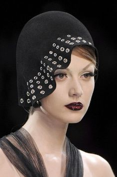 Christian Dior at Couture Fall 2008 - Details Runway Photos Millinery Hats, Fascinator Hats, Headpiece, Headdress, Fascinators, Couture Beading, Couture Embroidery, Moda Retro, Christian Dior Couture
