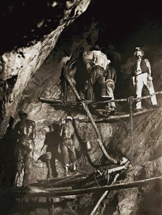First picture of the work inside a gold mine in 1888, Minas Gerais, Brazil (Acervo Instituto Moreira Salles) - photo by Marc Ferrez
