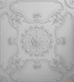 Musée des beaux-arts d'Arras: détail des moulures du plafond du pavillon d'entrée.Photo personnelle.