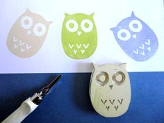 Love this cute owl stamp! Handmade Stamps, Handmade Crafts, Stamp Printing, Screen Printing, Classe D'art, Make Your Own Stamp, Eraser Stamp, Stamp Carving, Fabric Stamping