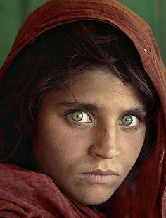 ojos verdes asombro cruel...