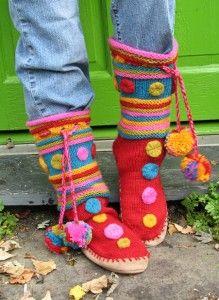 Free knitting pattern for Macarons Slipper Boots and more slipper knitting… Crochet Slipper Boots, Knitted Slippers, Slipper Socks, Knitting Patterns Free, Knit Patterns, Free Knitting, Knitting Socks, Knit Slippers Free Pattern, Knitting Projects