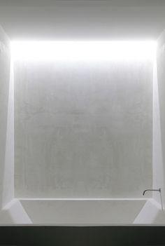 Bath tub with skylight. Bath tub with skylight. Spa Bathroom Design, Bathroom Taps, Bathroom Interior, Bathrooms, Minimalist Bathroom, Modern Bathroom, Interior Simple, Boffi, Interior Minimalista
