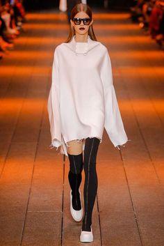 DKNY Spring 2017 Ready-to-Wear Fashion Show - Bara Podzimkova