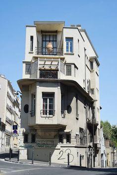 Lyon - Classée monument historique en 1981 puis labellisée patrimoine du XXe siècle en 2001, la maison Castel trône au 2, rue Croix de Rénier (4e). photo BD