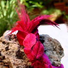 El color buganvilla siempre favorece y más en este #turbante de terciopelo by @nilataranco, para la #invitadaperfecta de una boda de invierno #tocadosmadrid #turban #lookdeinvitada #alquilerdetocados #fascinator #fashion